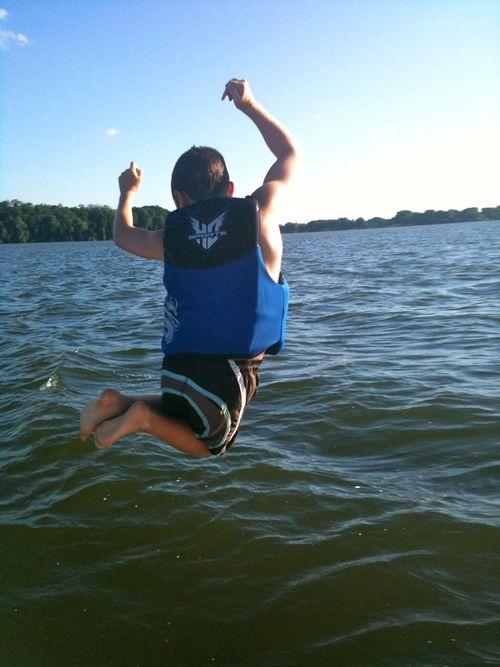 Gisli jumping